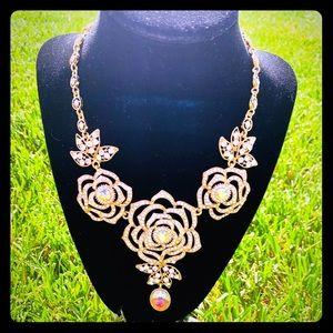 Elegant statement necklace